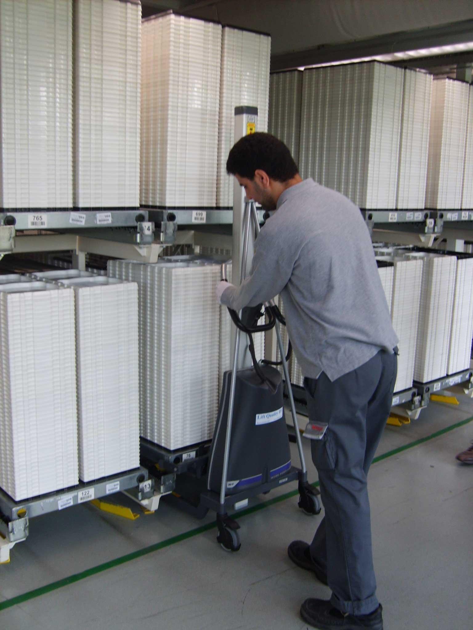 Dispozitiv de pozitionare EdmoLift Romania WP 105 Manipulare cutii de plastic