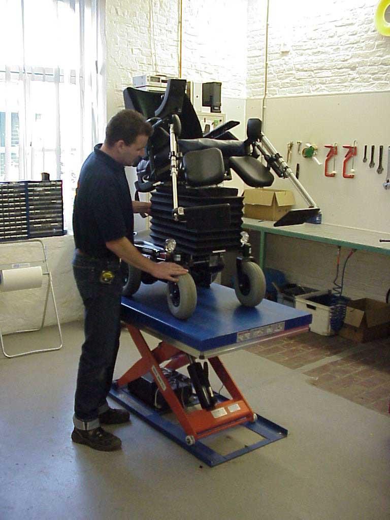 Platforme hidraulice EdmoLift Romania CL 1000 Service scaune cu rotile
